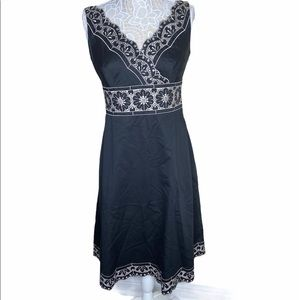 Ann Taylor Black Cream Embroidered Dress size 8